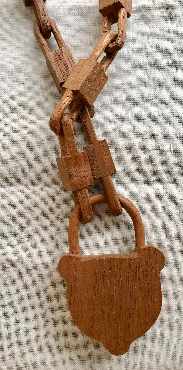 Belgian Folk Art Carved Wood Chain and Lock, circa 1940 In Good Condition For Sale In Antwerp, BE