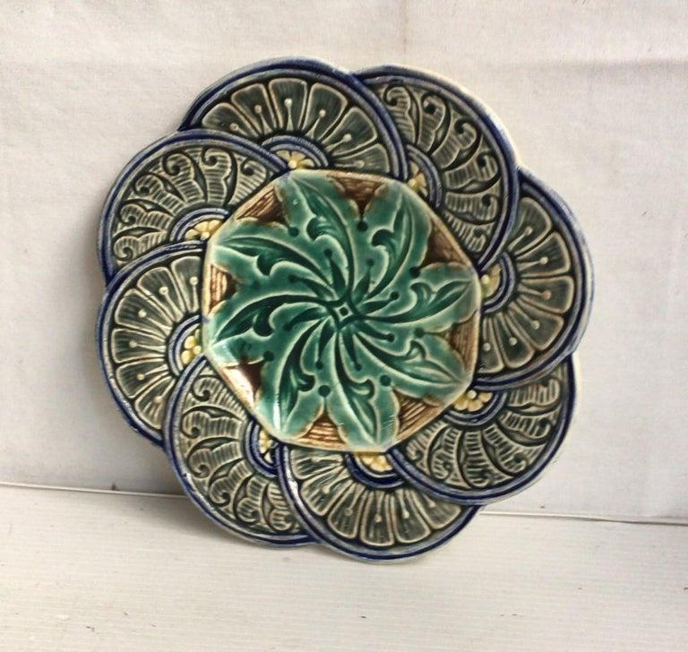 Belgium Majolica flowers plate Wasmuel, circa 1880. Geometrical pattern.