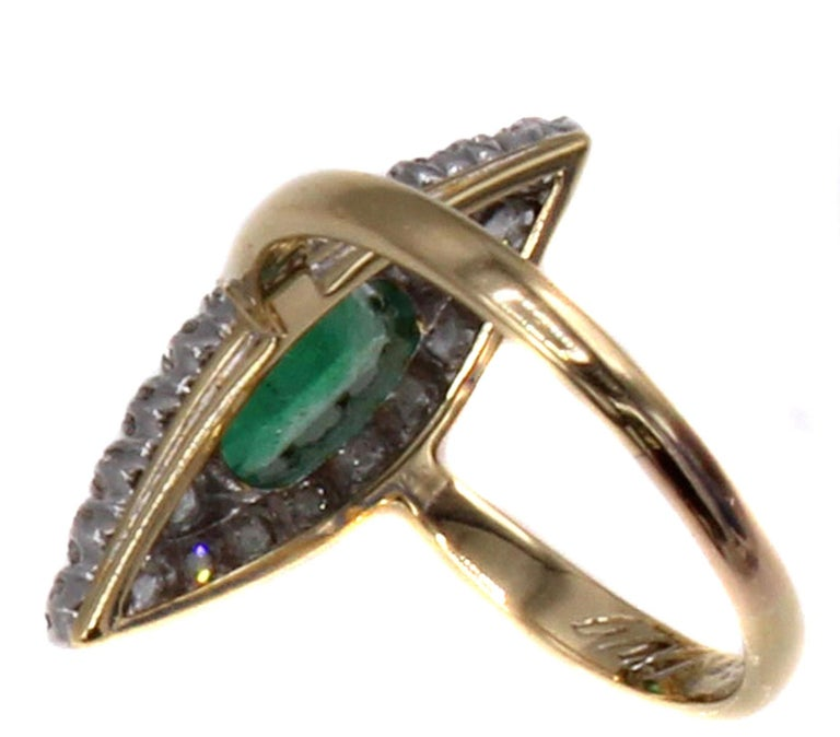 Belle Époque Emerald Old European Cut Diamond 18 Karat Gold Ring In Good Condition For Sale In New York, NY