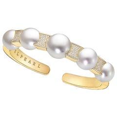 White South Sea and Diamond Cuff Set in 18 Karat Yellow Gold