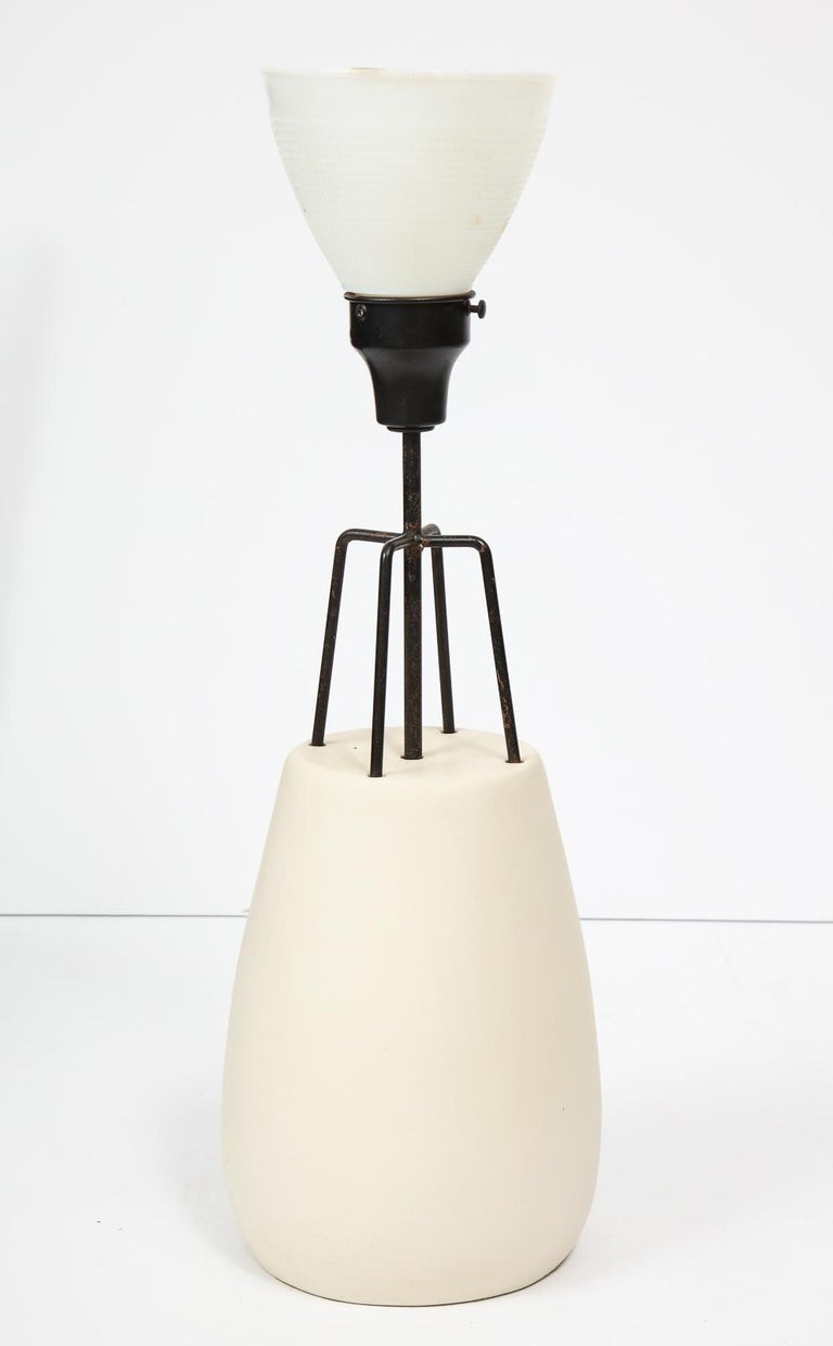 Ceramic and wrought iron table lamp designed by Ben Seibel for Raymor. A rare 1950s production by this under-appreciated designer. Height to the top of the glass diffuser is 25