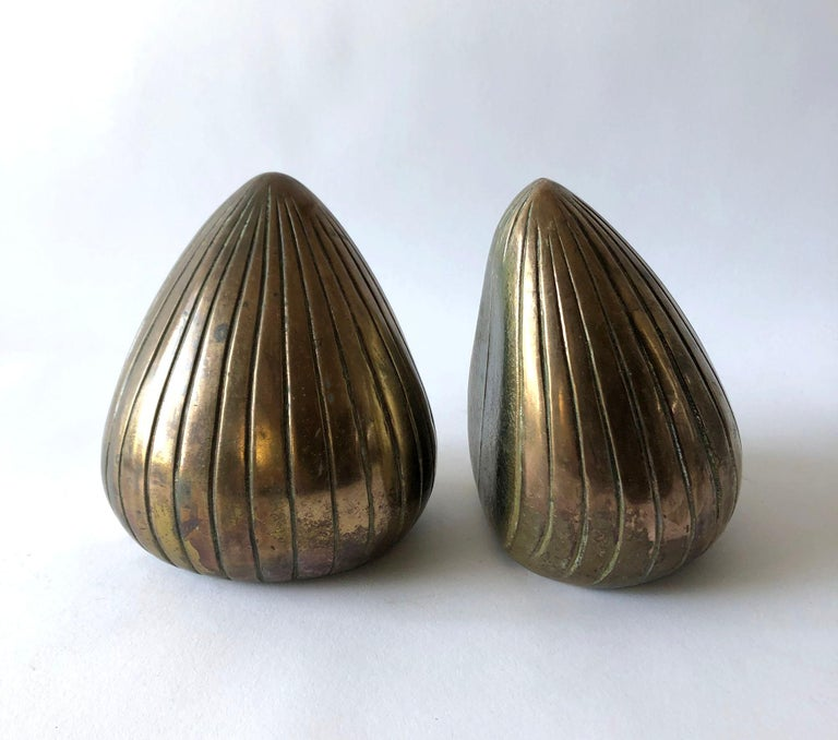 Pair of Ben Seibel clam shell bookends for Raymor. Bookends measure 6