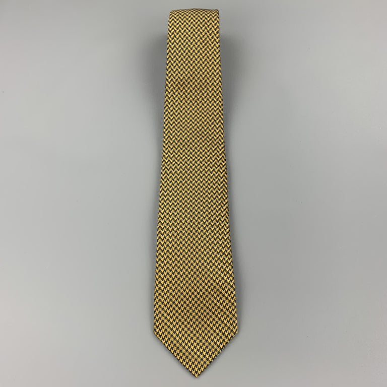 BEN SILVER Yellow Gold & Navy Houndstooth Silk Tie In Excellent Condition For Sale In San Francisco, CA
