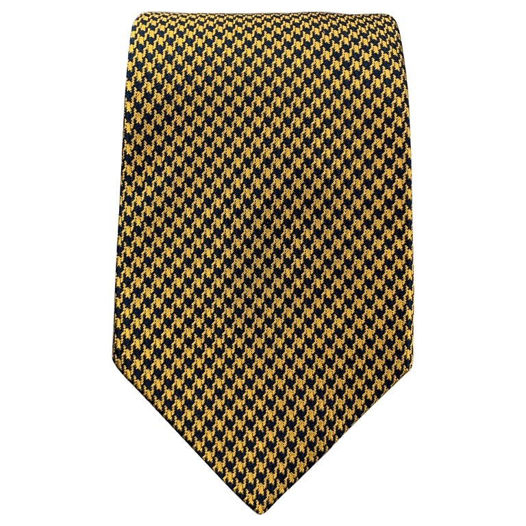 BEN SILVER Yellow Gold & Navy Houndstooth Silk Tie For Sale