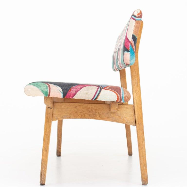 Bench in oak with upholstery in Dedar fabric. Maker Næstved Møbler.