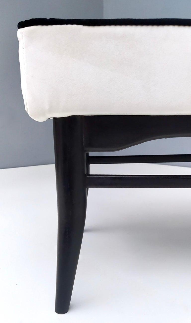 Bench Upholstered in White Velvet with Ebonized Beech Legs, Italy For Sale 5