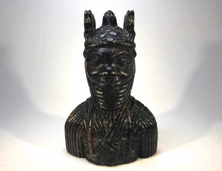 The King Oda and his Queen, superior pair of antique Benin carved local hardwood figures. A first-class pair of heavy and substantial West African carvings with intricate detail, circa 1920 Each figure height 6 inch, width 4 inch, depth 2.5