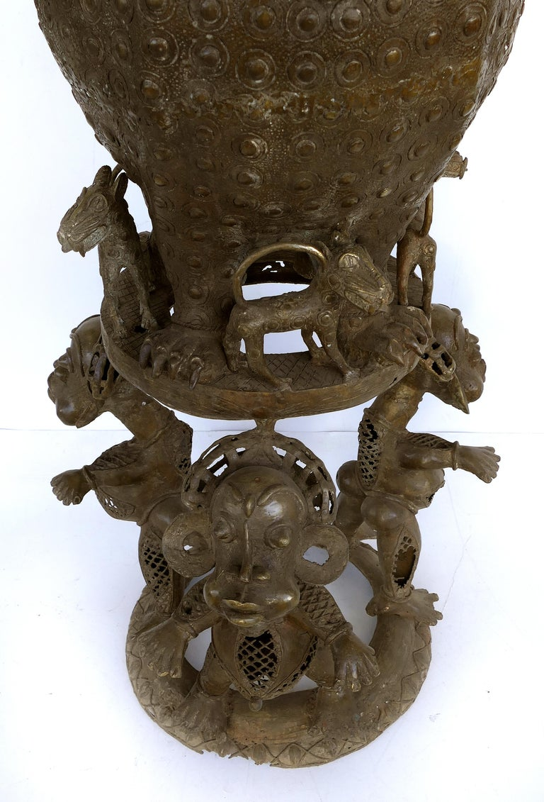 Nigerian Benin 'Nigeria' Bronze Figural Offering Depicting Leopards and Tribesmen For Sale