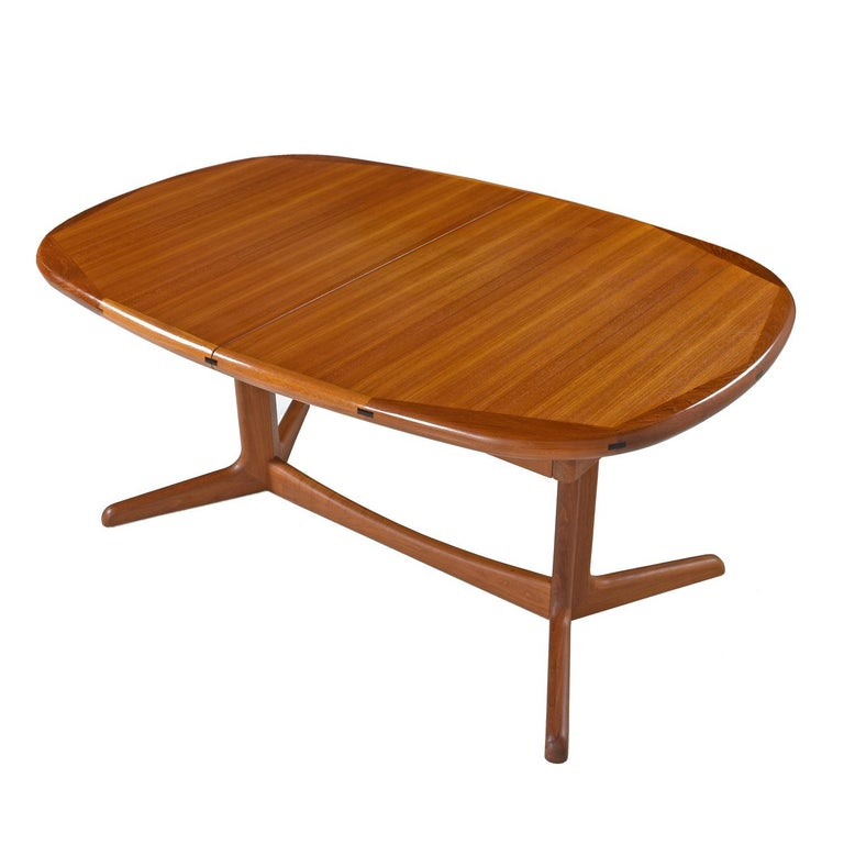 Vintage teak expanding dining table with two leaf inserts that can be stored inside. Made by Benny Linden Designs in Thailand. This versatile table allows one to customize the length by using the table at the smallest size, 62