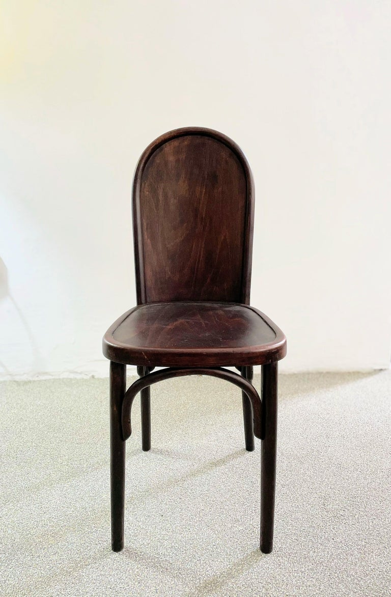 Beautiful beech bentwood chair in good original condition, very sturdy, preserving a nice patina.