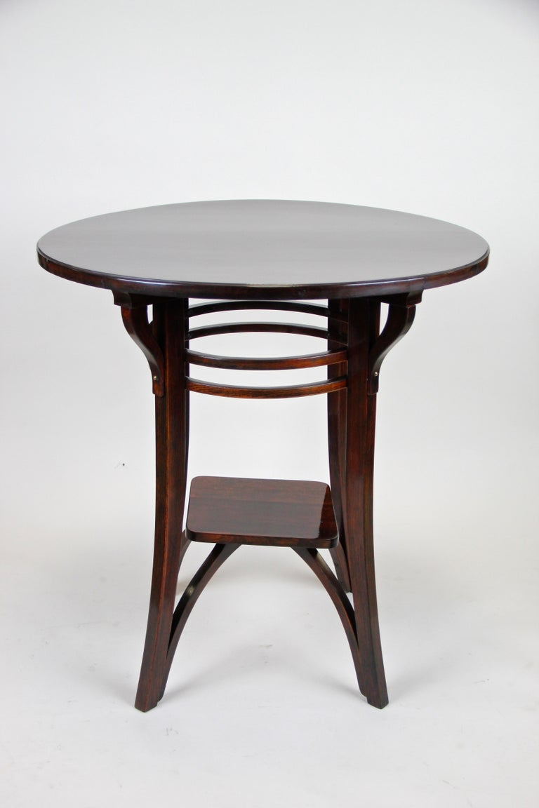 Bentwood Side Table by Thonet Vienna Art Nouveau, Austria, circa 1905 In Good Condition For Sale In Lichtenberg, AT