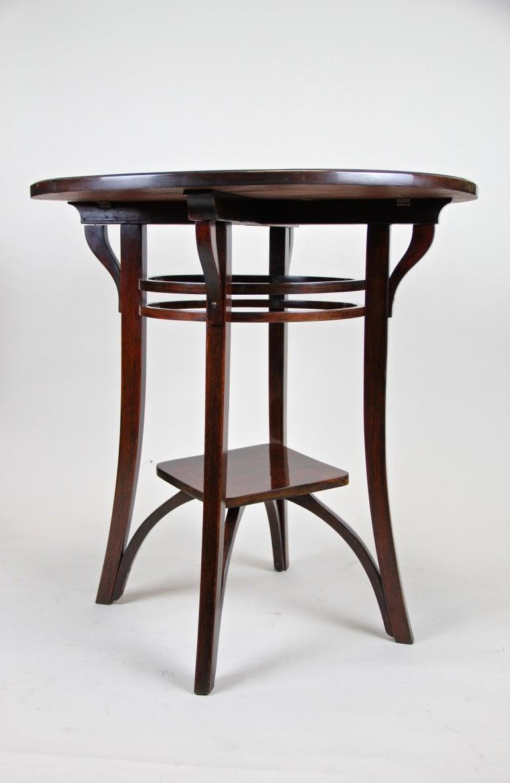 Bentwood Side Table by Thonet Vienna Art Nouveau, Austria, circa 1905 For Sale 1
