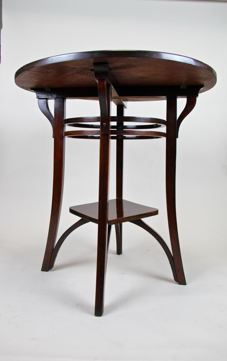 Bentwood Side Table by Thonet Vienna Art Nouveau, Austria, circa 1905 For Sale 3
