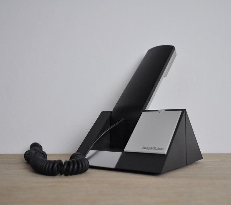 Beocom 1401 Telephone from 1990s by Bang & Olusfen.  BeoCom 1401 with table holder is an easy-to-use telephone with simple functionality. Everything is integrated in the handset. BeoCom 1400 and BeoCom 1500 were the first in the 'new' series of