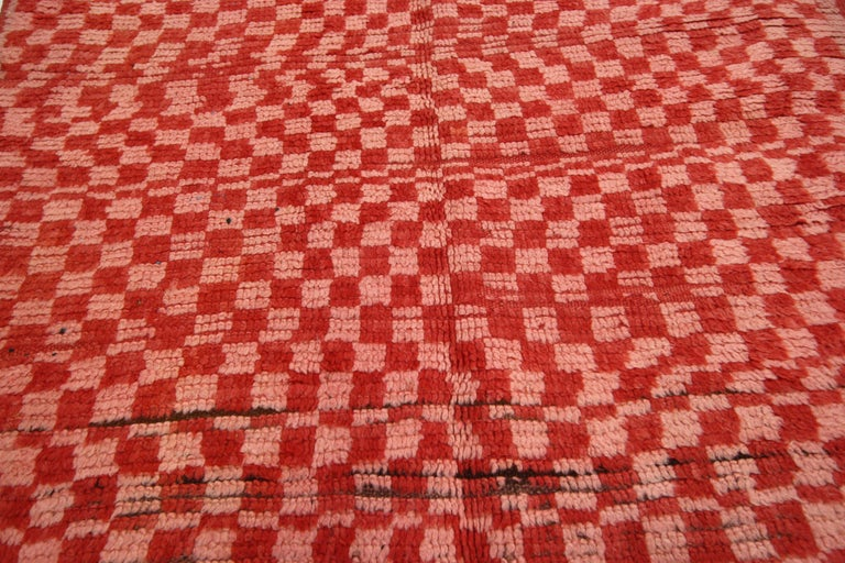 Vintage Berber Moroccan Boujad Rug with Checkerboard Post-Modern Style In Good Condition For Sale In Dallas, TX