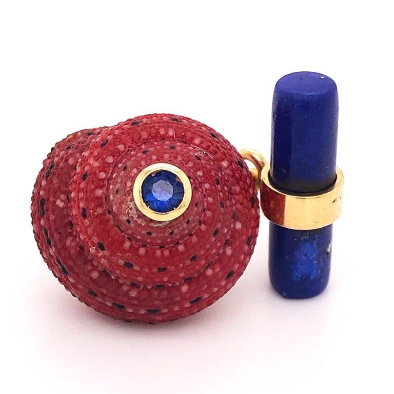 Brilliant Cut Berca Blue Sapphire Strawberry Red Shell Lapis Baton Back 18K Gold Cufflinks For Sale
