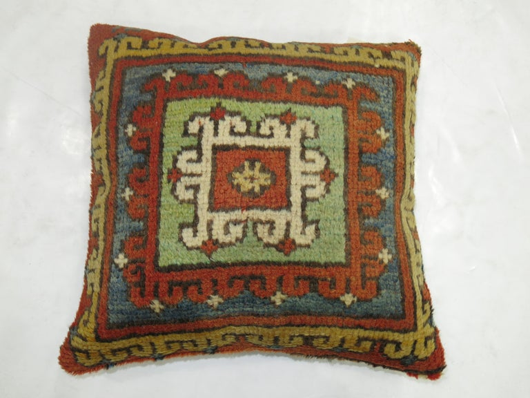 Bergama Rug Pillow In Excellent Condition For Sale In New York, NY