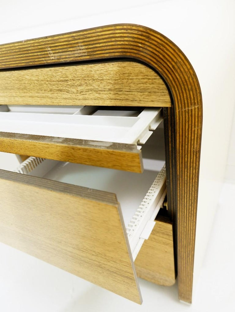 Bergwood White Desk In Good Condition For Sale In Brussels, BE