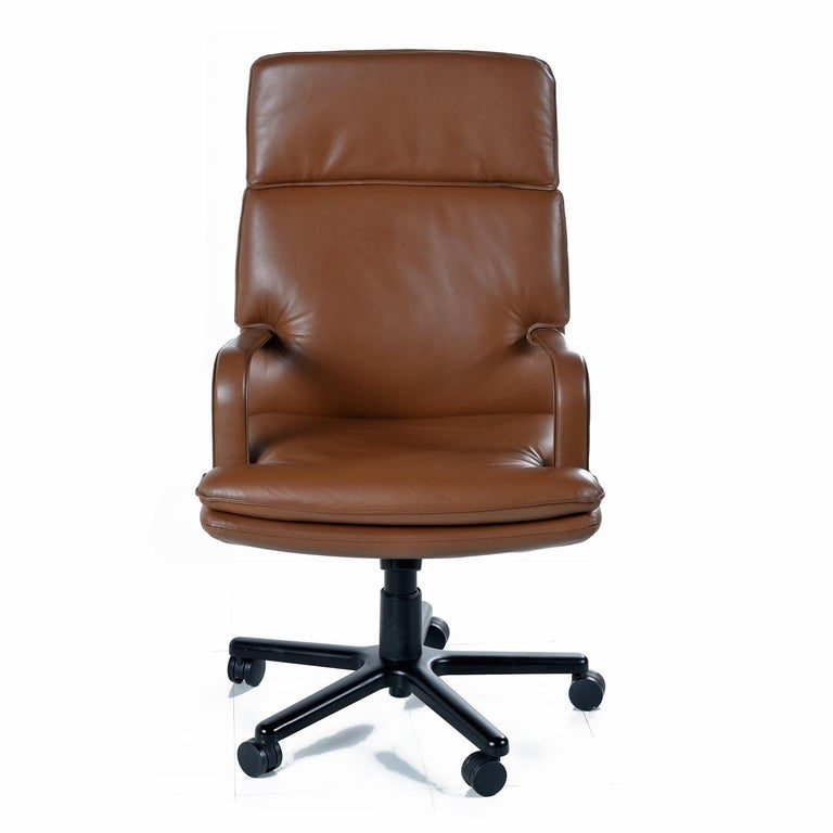 American Bernd Munzebrock for Geiger-Brickel Bristol Leather Attaché Chair For Sale