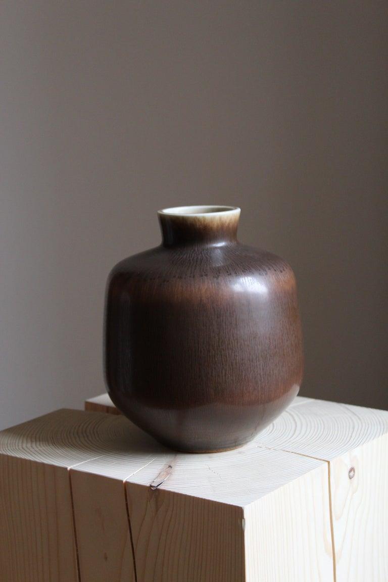 Mid-Century Modern Berndt Friberg Vase, Brown Glazed Stoneware, Gustavsberg, 1960s For Sale
