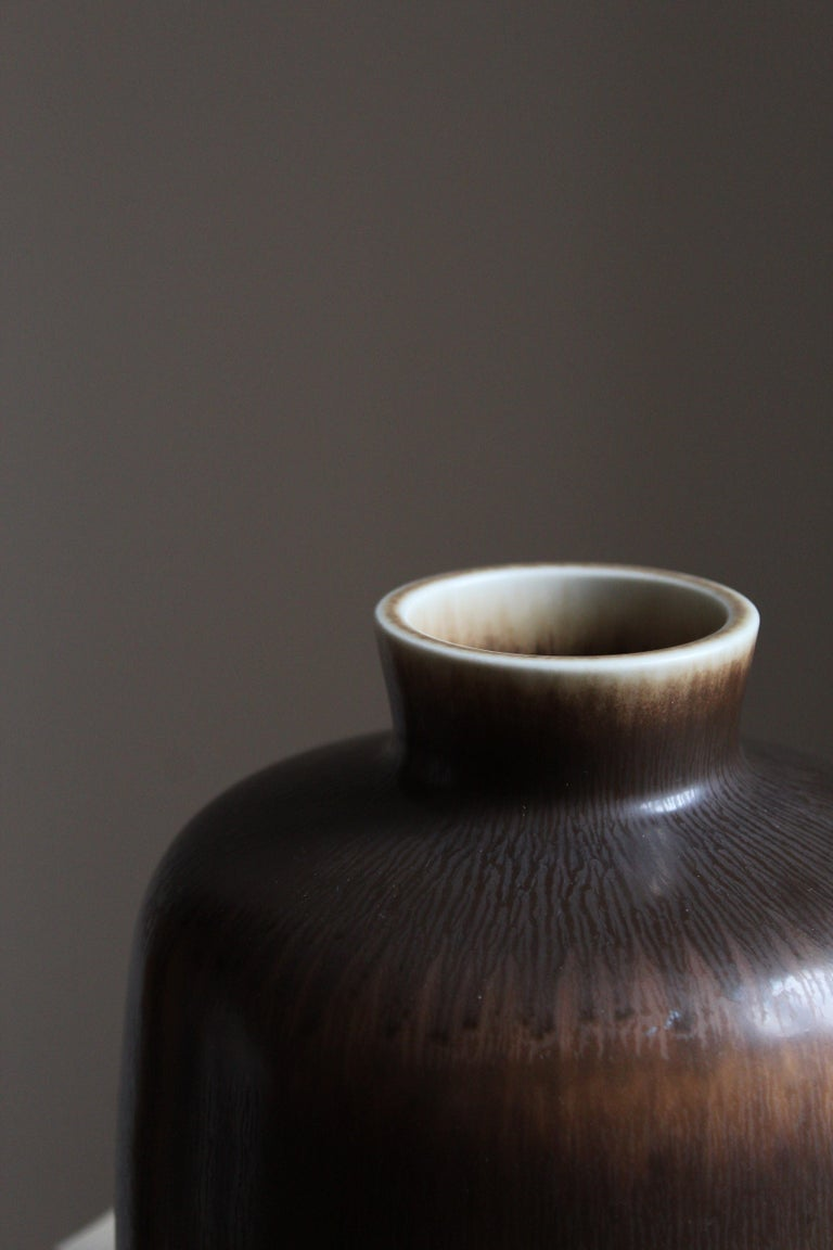 Berndt Friberg Vase, Brown Glazed Stoneware, Gustavsberg, 1960s In Good Condition For Sale In West Palm Beach, FL