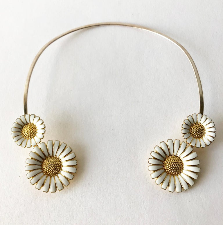 Bernhard Hertz Sterling Silver Gilt Enamel Daisy Danish Modernist Necklace In Good Condition For Sale In Los Angeles, CA