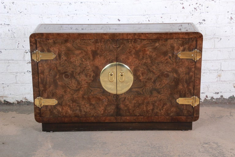 American Bernhard Rohne for Mastercraft Hollywood Regency Burl Wood and Brass Bar Cabinet For Sale
