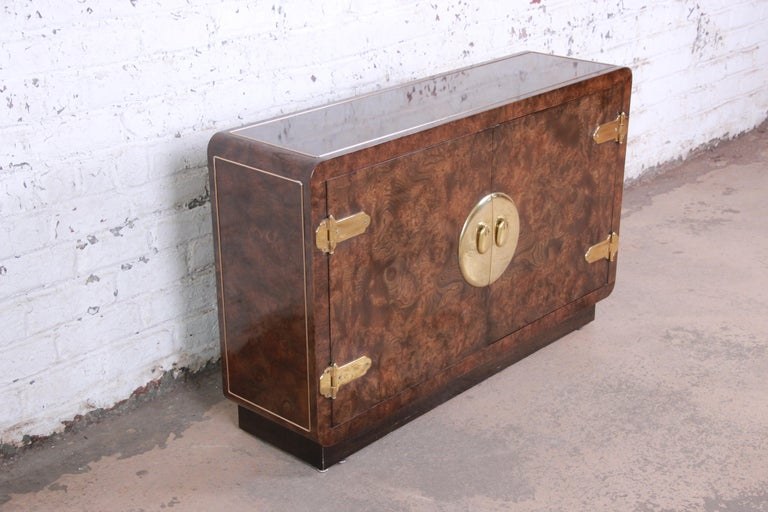 Bernhard Rohne for Mastercraft Hollywood Regency Burl Wood and Brass Bar Cabinet In Good Condition For Sale In South Bend, IN