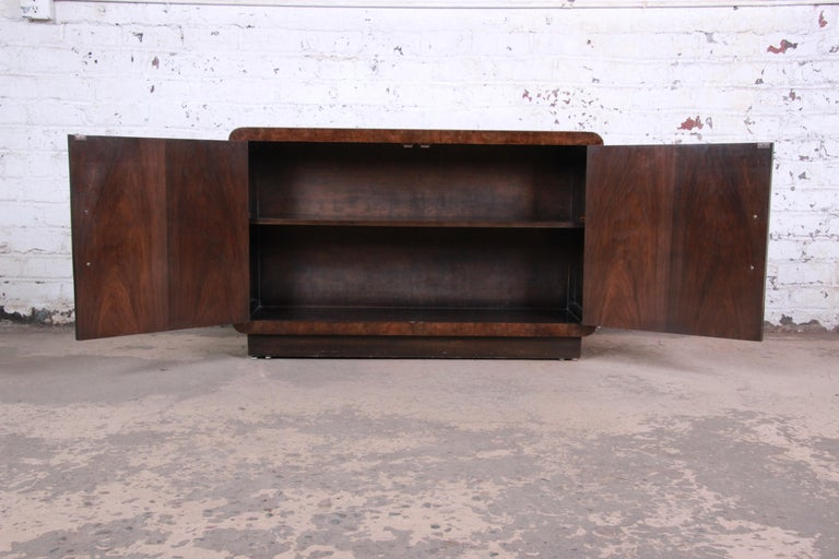 Bernhard Rohne for Mastercraft Hollywood Regency Burl Wood and Brass Bar Cabinet For Sale 1