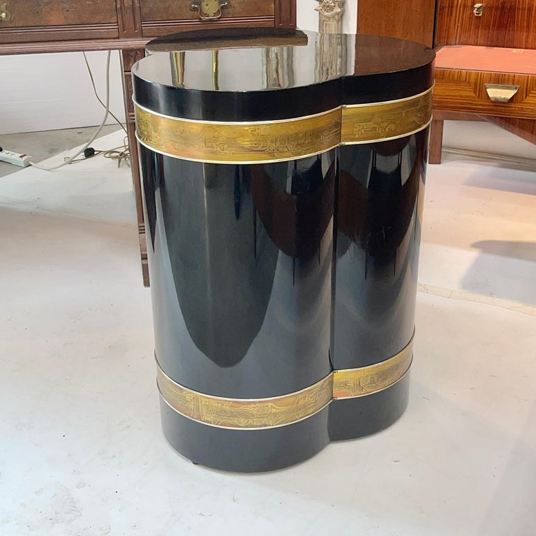 American Bernhard Rohne for Mastercraft Trefoil Pedestal Table For Sale