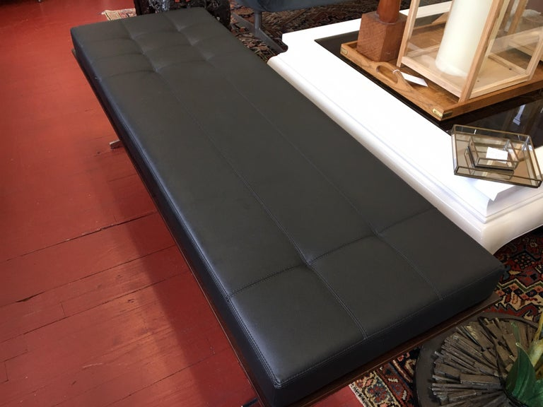 Mid-Century Modern Bernhardt Black Leather and Mahogany Chaise Lounge Settee Lounger Daybed For Sale