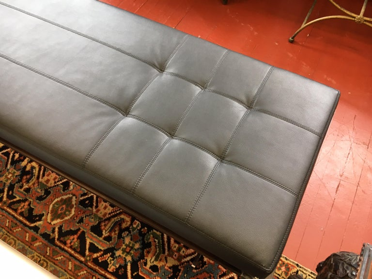 Contemporary Bernhardt Black Leather and Mahogany Chaise Lounge Settee Lounger Daybed For Sale