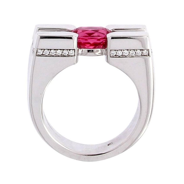 Contemporary Certified 1.51 Carat Salmon Spinel Diamond 18 Karat White Gold Cocktail Ring For Sale