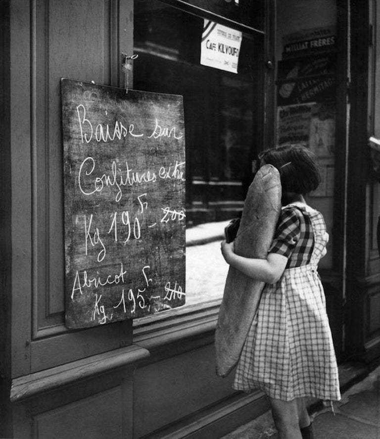 'French Economy' Bert Hardy Limited Edition Silver Gelatin Fibre Print - Photograph by Bert Hardy