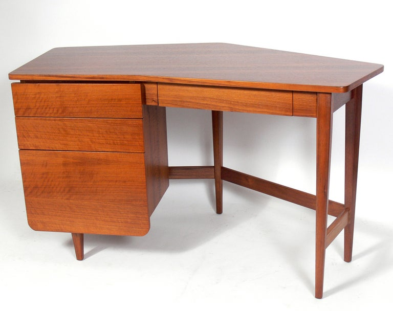 Elegant modern desk, designed by Bertha Schaefer for Singer and Sons, circa 1950s. Beautiful graining to the Italian walnut, especially to the top. Schaefer was one of the leading female designers of the era, and designed this line for Singer and