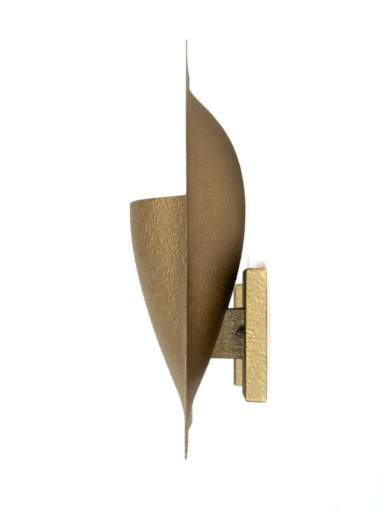 Amazing Bertrand Balas 'Balance' wall light for RAAK with Model C-1550 from the Netherlands 1960s. The scone has a gold-coloured leaf shape with a granulated structure. You can hang it in both directions; with the opening up or down. It is in great