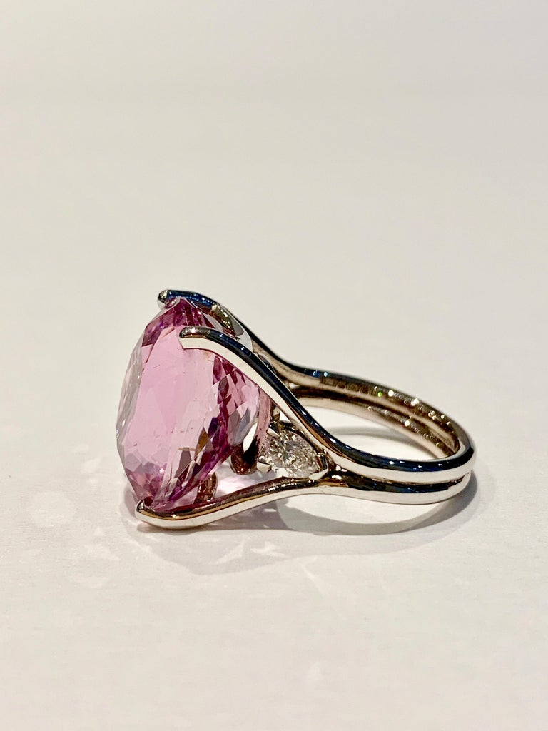 Modern Bespoke 18 Carat Pink Oval Kunzite and Diamond Ring in 18 Carat White Gold For Sale