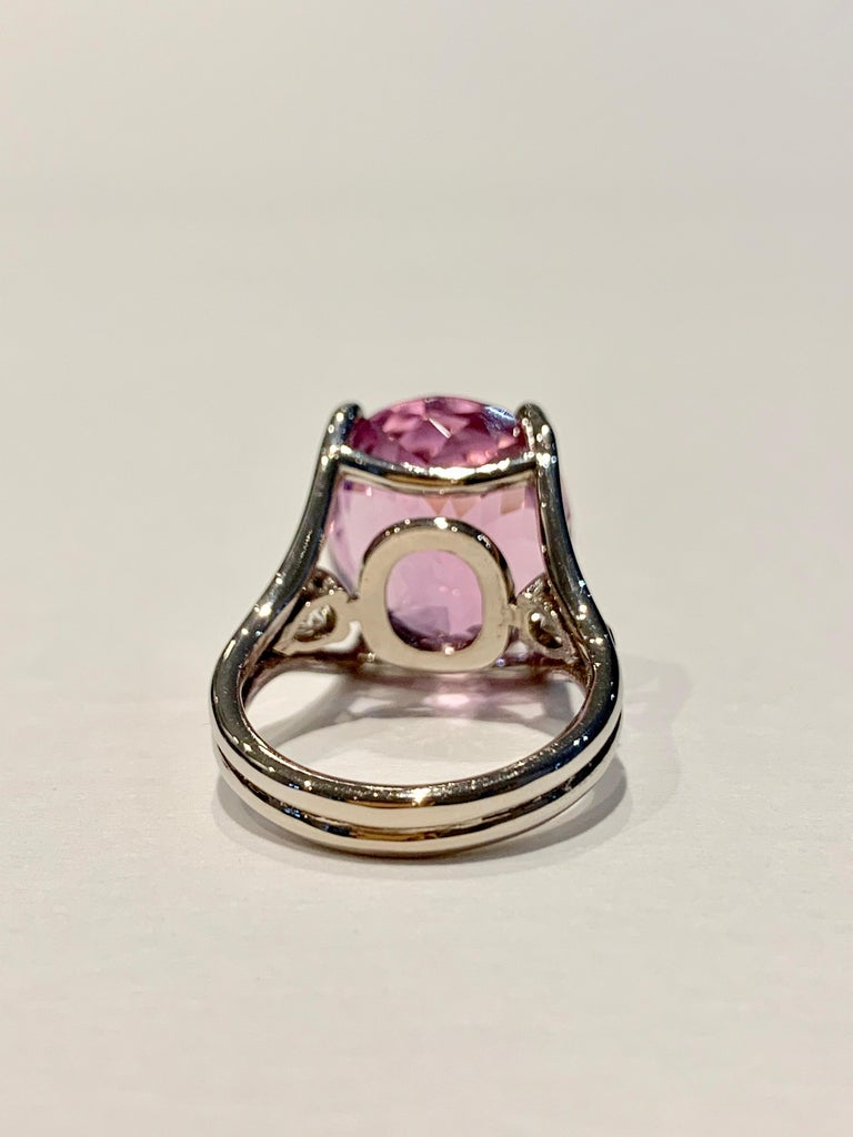 Bespoke 18 Carat Pink Oval Kunzite and Diamond Ring in 18 Carat White Gold In New Condition For Sale In Chislehurst, Kent