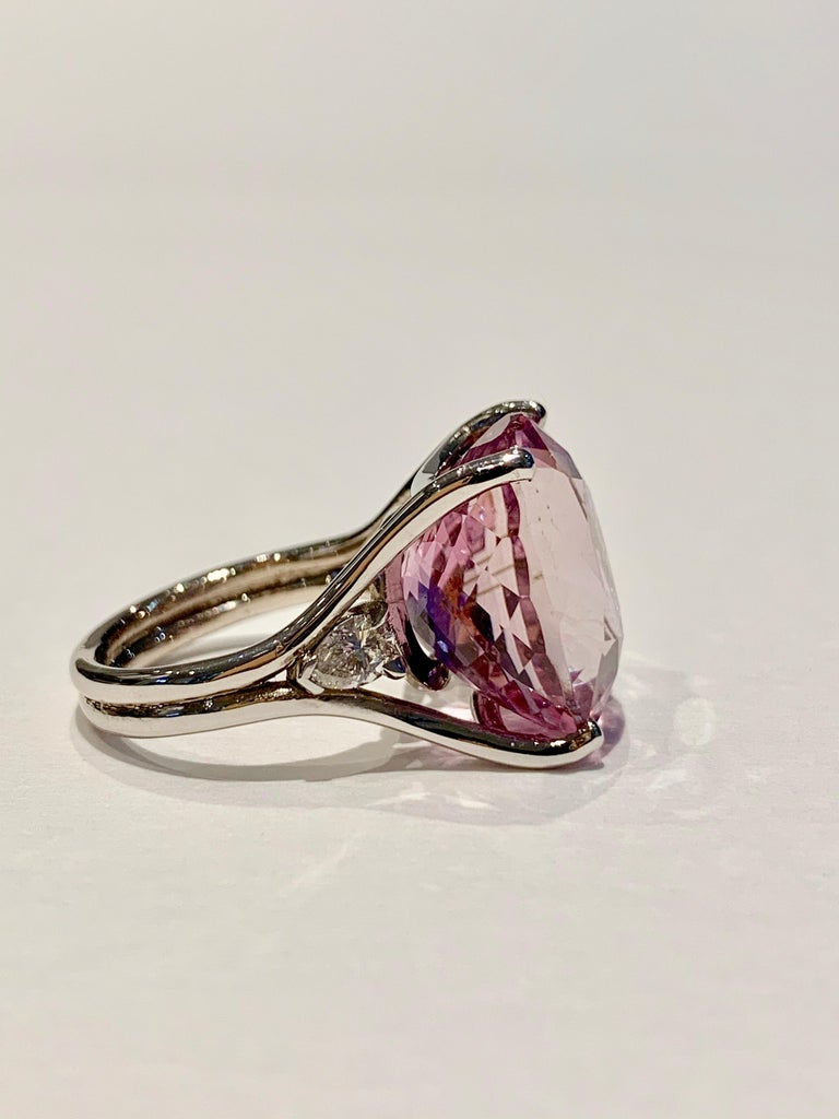 Women's Bespoke 18 Carat Pink Oval Kunzite and Diamond Ring in 18 Carat White Gold For Sale