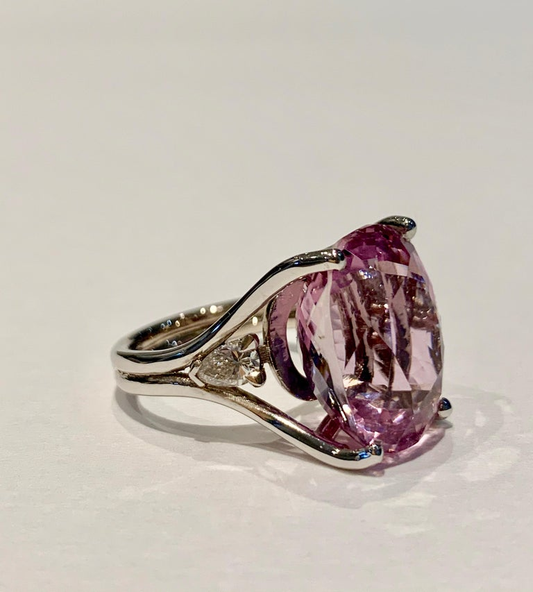 Bespoke 18 Carat Pink Oval Kunzite and Diamond Ring in 18 Carat White Gold For Sale 1