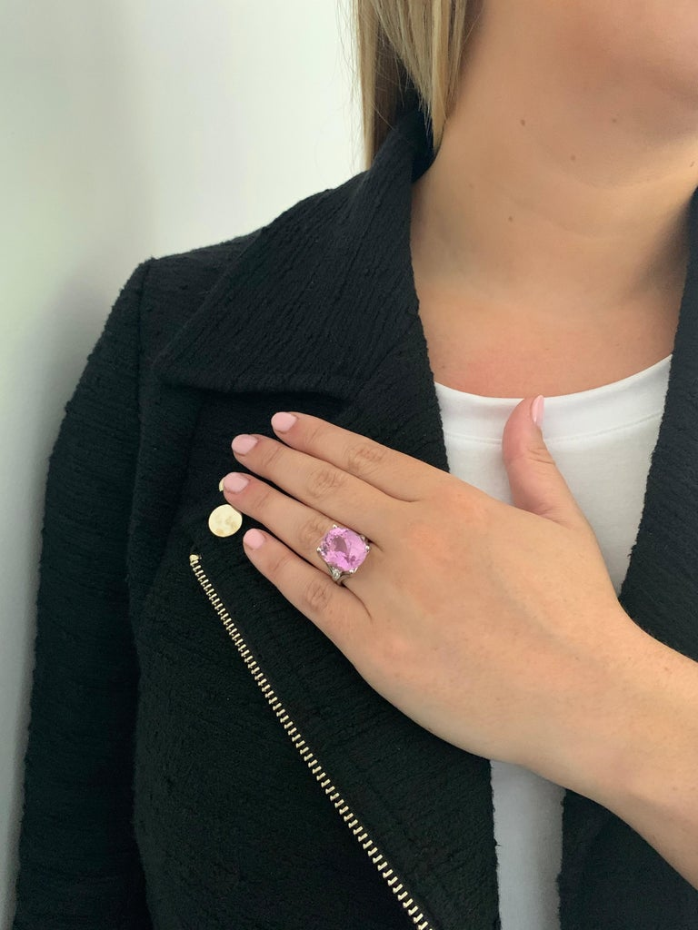 Bespoke 18 Carat Pink Oval Kunzite and Diamond Ring in 18 Carat White Gold For Sale 3
