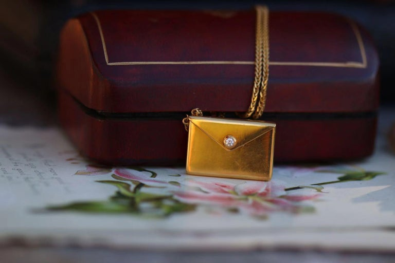 Bespoke 18K Yellow Gold Small Love Letter Pendant Necklace In New Condition For Sale In Banbury, GB