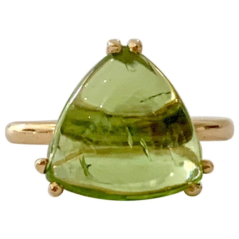 Bespoke 7.00 Carat Trillion Cut Cabochon Peridot Ring in 18 Carat Yellow Gold For Sale