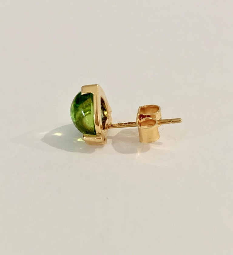 Modern Bespoke Heart Shaped Peridot Cabochon Earrings in 18 Carat Yellow Gold For Sale