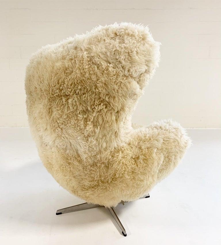 Bespoke Arne Jacobsen Egg Chair and Ottoman in California Sheepskin 2