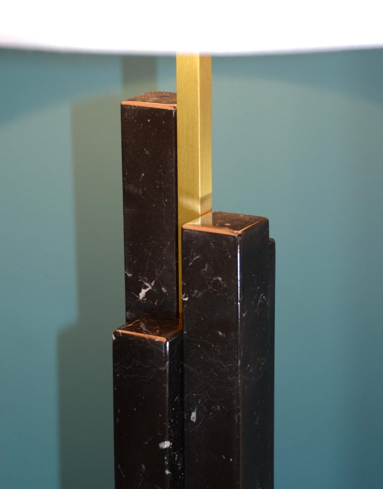 Italian Bespoke Art Deco Design Skyline Pair of Black Marble and Satin Brass Table Lamps For Sale