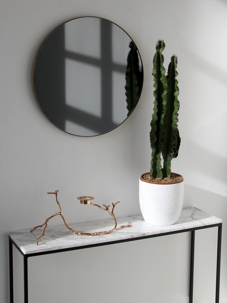 Orbis™ Black Tinted Round Contemporary Mirror with Brass Frame - Large In New Condition For Sale In London, GB