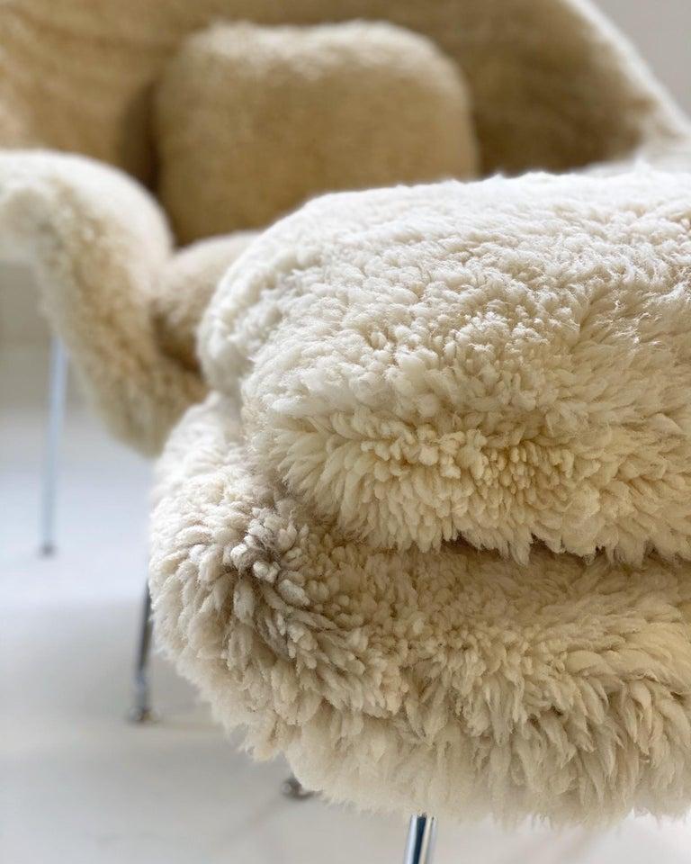 Bespoke Eero Saarinen Womb Chair and Ottoman in California Sheepskin For Sale 4