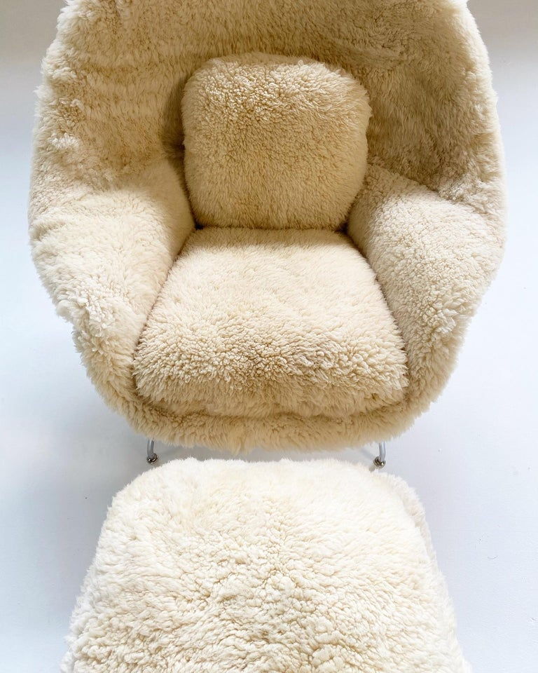 Bespoke Eero Saarinen Womb Chair and Ottoman in California Sheepskin In Excellent Condition For Sale In SAINT LOUIS, MO