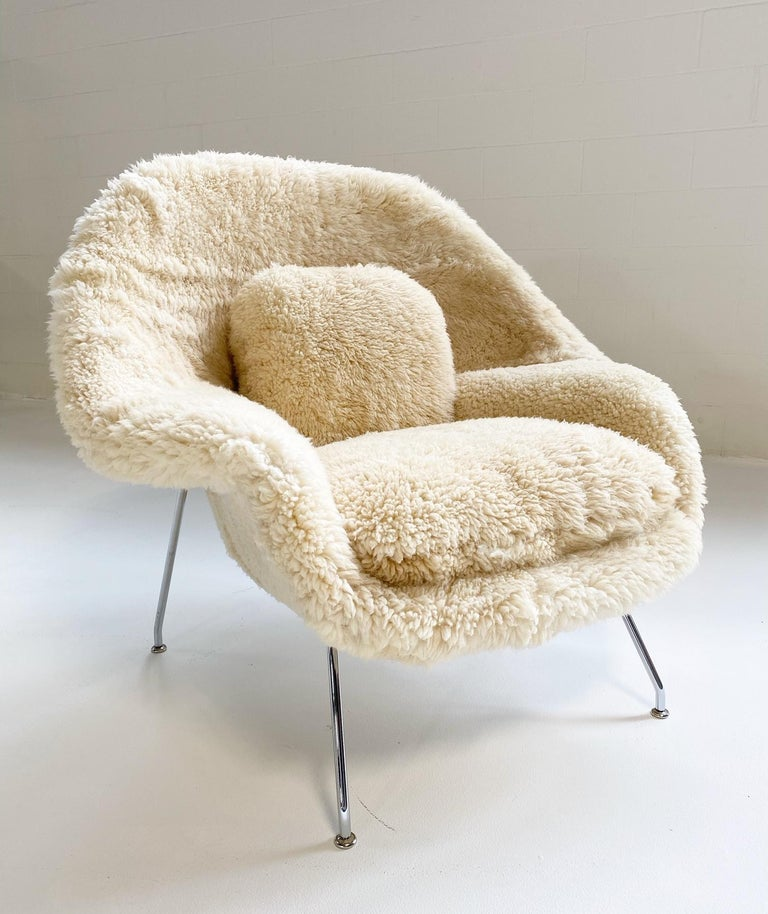 20th Century Bespoke Eero Saarinen Womb Chair and Ottoman in California Sheepskin For Sale